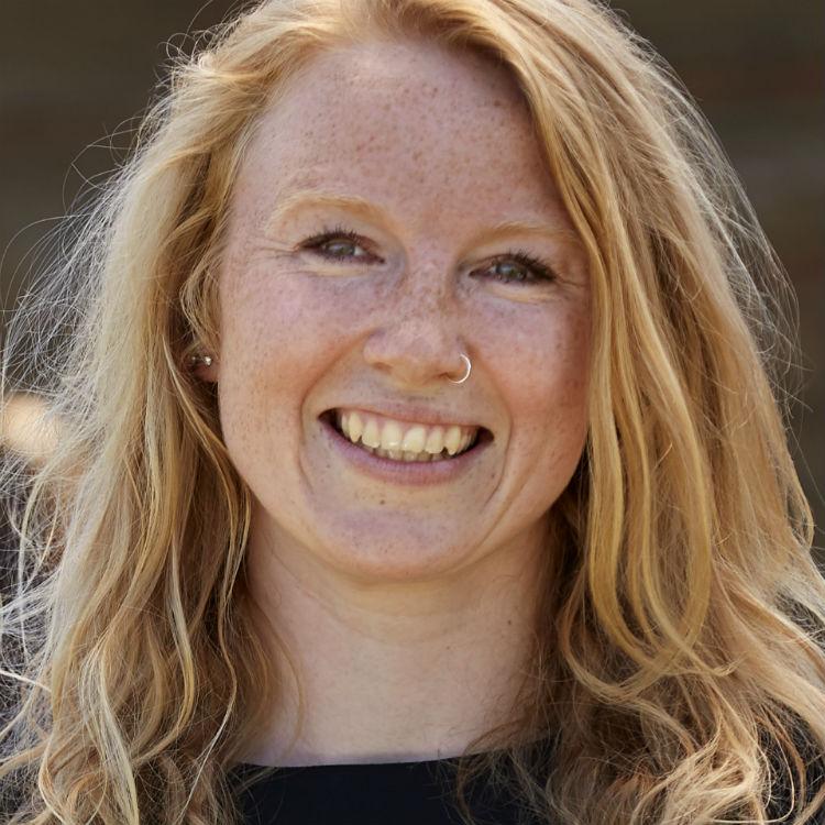 profilfoto af Karina Falkenløve Elbech, der underviser i grafisk facilitering